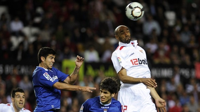 Late goals frustrate Sevilla and Depor