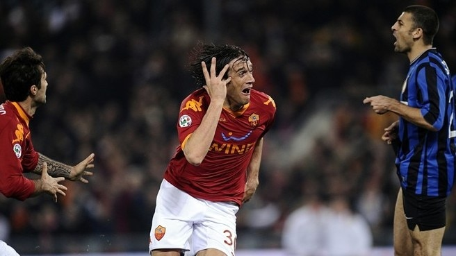 Roma beat Inter to throw race open