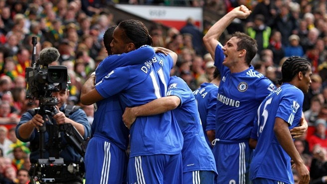 Old Trafford triumph takes Chelsea top