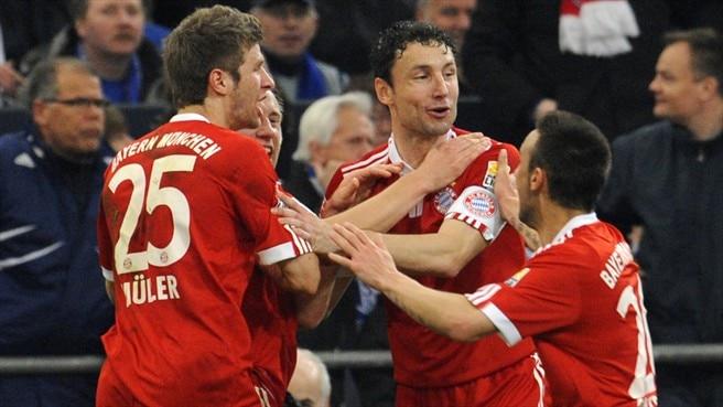 Ten-man Bayern sink rivals Schalke