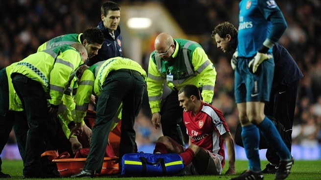 Wenger admits Vermaelen injury concern