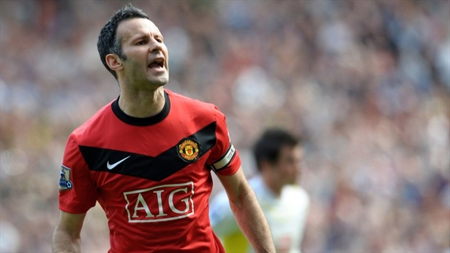 Giggs strikes twice to put United back on top