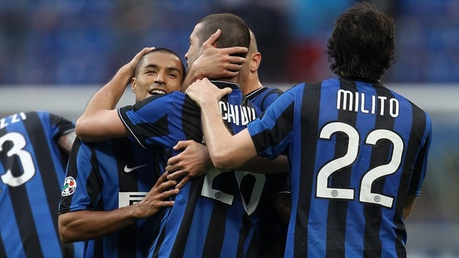 Inter win piles pressure on Roma