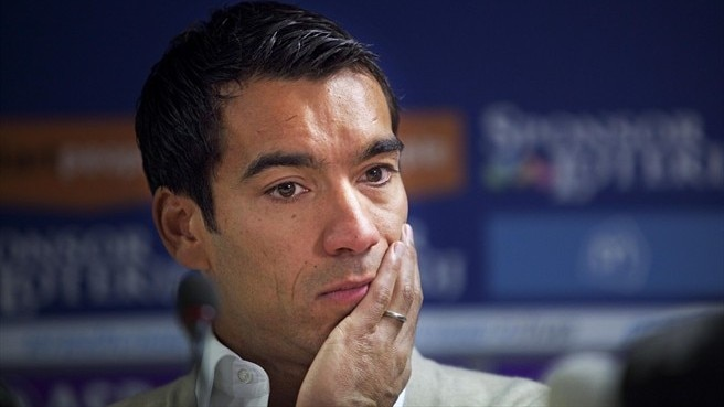 Van Bronckhorst announces his retirement – UEFA.com
