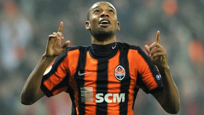 Fernandinho renews Shakhtar vows until 2016