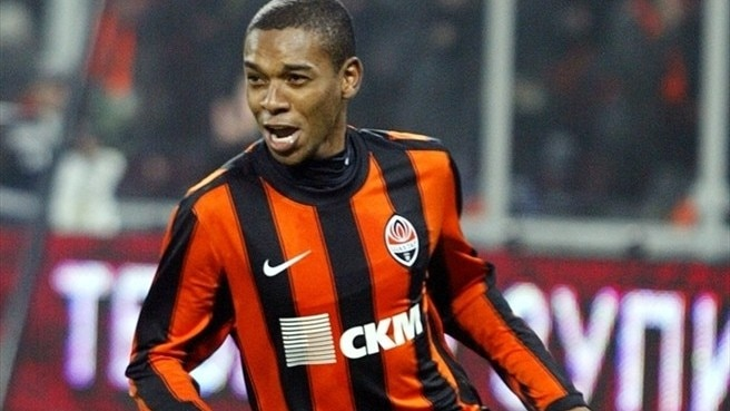 Shakhtar's Fernandinho laid off with broken leg