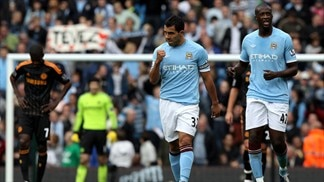 Tévez downs Chelsea as Arsenal and Spurs lose