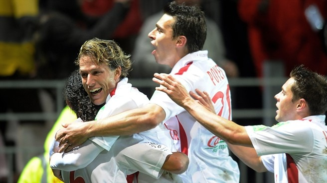 Brest take chance to go top