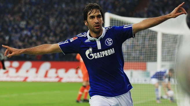 Schalke striker Raúl up for Valencia tie