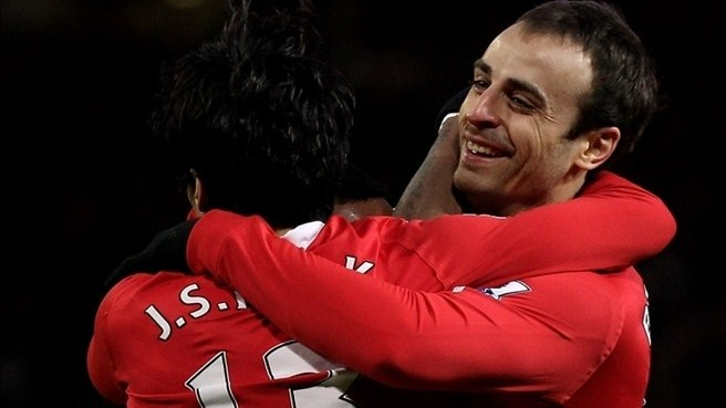 Five-star Berbatov spearheads United rout