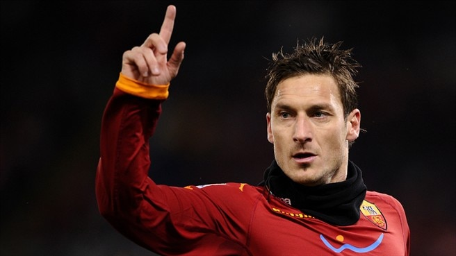 Resurgent Roma rise to second