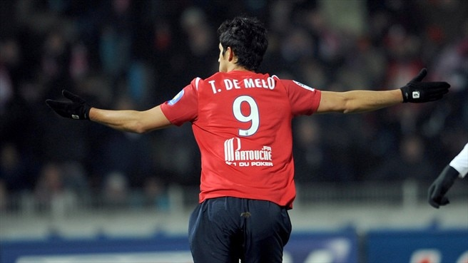 De Melo lifts Lille four points clear
