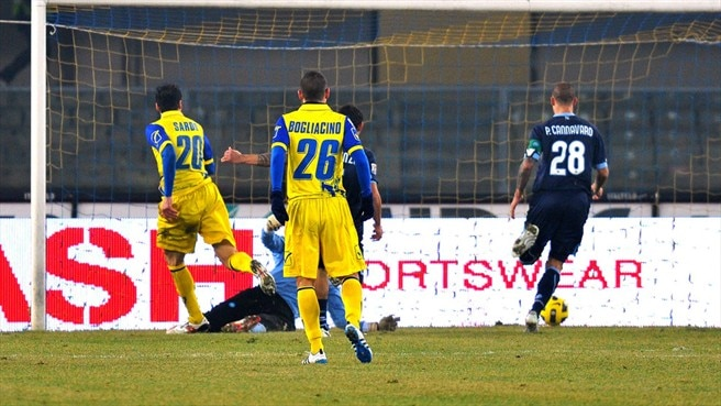 Chievo prevent Napoli from hauling in Milan