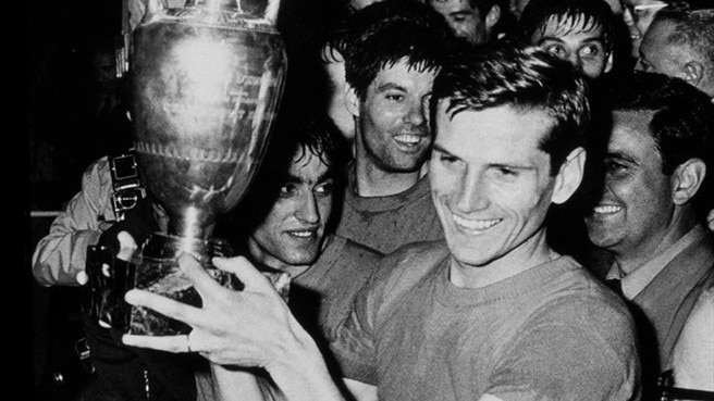'Lucky man' Facchetti on Italy's semi coin toss