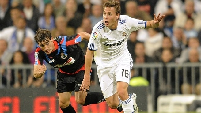 Madrid's Canales makes loan switch to Valencia
