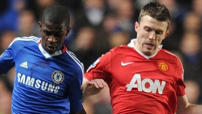 United's Carrick expects close Chelsea encounter