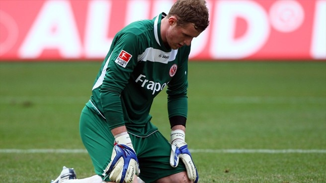 Fährmann out for Schalke with knee injury