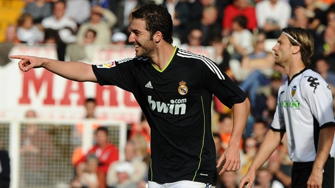 Higuaín hits hat-trick as Madrid crush Valencia