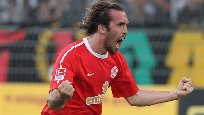 Fuchs switches Mainz for Schalke
