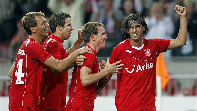 Ten-man Twente claim second Dutch Super Cup