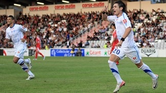 Montpellier capitalise on first Lyon defeat
