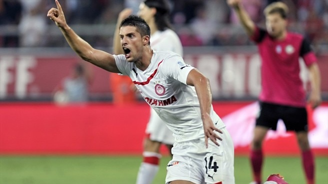 Olympiacos's Mirallas named player of the season