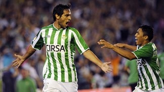 Perfect Betis back on top, Roma frustrated