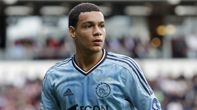 PSG capture Van der Wiel from Ajax