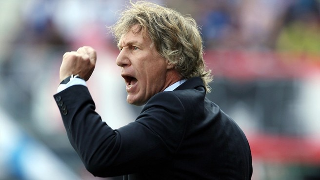 Verbeek to stay at AZ helm until 2015