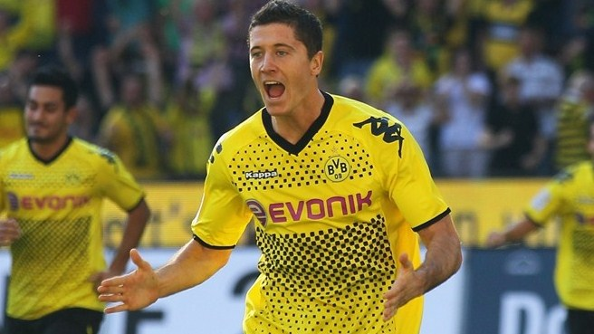 Lewandowski treble gives Dortmund a lift