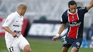 Nenê nets twice as PSG move clear
