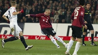 Leaders Bayern halted at Hannover