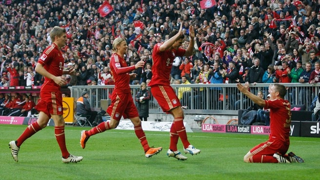 Gomez reaches half-century as Bayern stretch lead