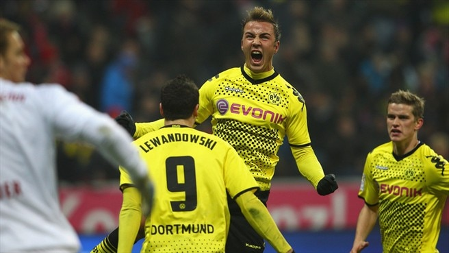 Götze commits to two more years at Dortmund