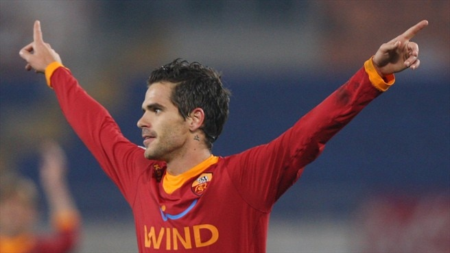 Valencia swoop for Real Madrid's Gago