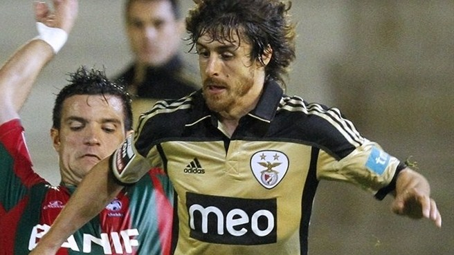 Aimar gets another year at Benfica