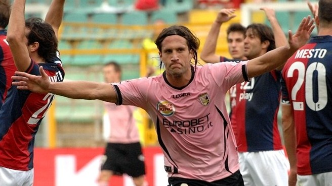 Silvestre joins, Forlán departs Inter