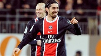 PSG keep ahead of chasing French pack
