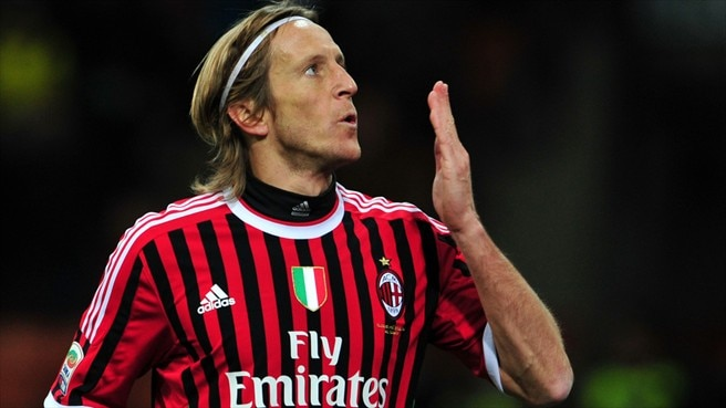 Ambrosini agrees to another year at Milan