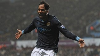 Lescott sends City back to summit at Villa