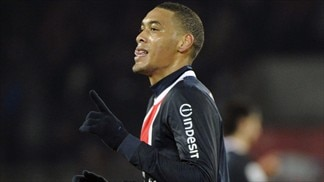 Hoarau keeps PSG in pole position