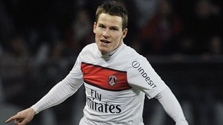 Timely Gameiro seals points for ten-man PSG
