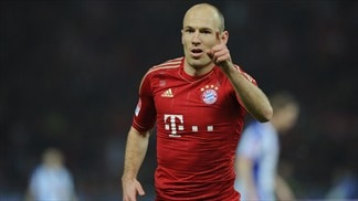 Bayern hit six to stay in touch