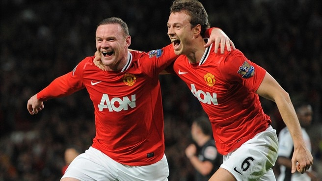 Rooney floors Fulham as United return to top
