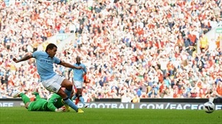 Centurion Tévez earns City a point at Liverpool