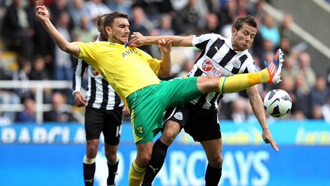 Yohan Cabaye (Newcastle United FC) & Robert Snodgrass (Norwich City FC)