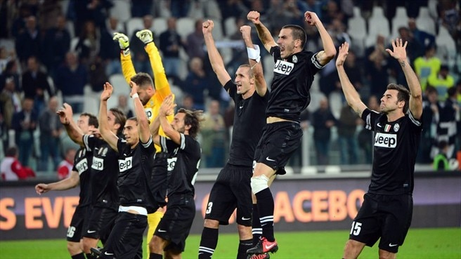 Juventus beat Napoli to pull clear