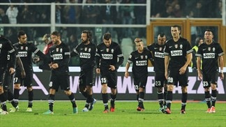 Dominant Juventus stretch Serie A lead
