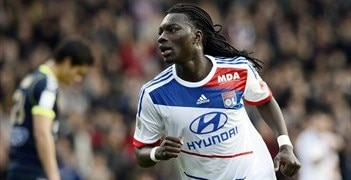 Bafétimbi Gomis got among the goals as Lyon beat Reims