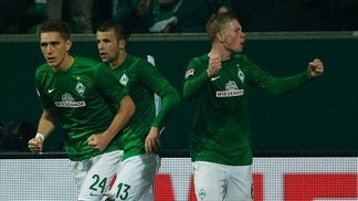 Ten-man Bremen win, Wolfsburg triumph away
